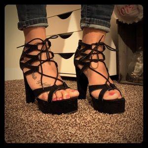 Bamboo platform heels 🖤🤍🖤